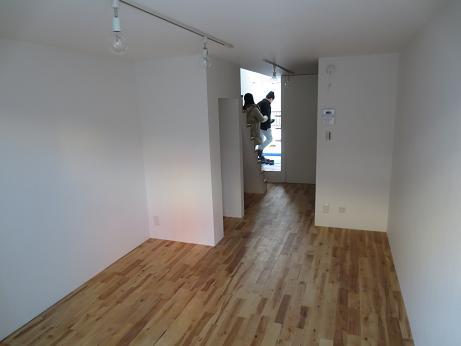 立川アパートNo3リビングより玄関