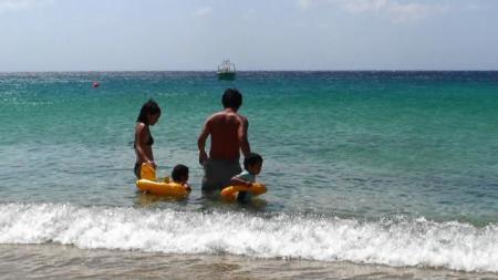 ミコノス エリアビーチの日本人家族