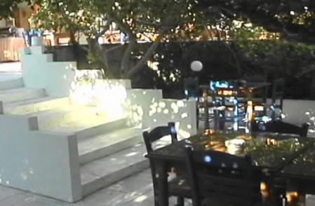 クロニスホテル 中庭
