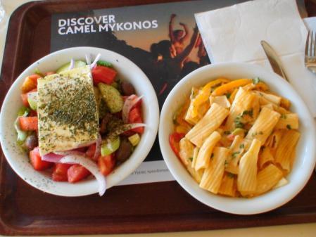 ミコノス スーパーパラダイスビーチの昼食