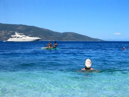アンティサモスビーチで泳ぐ
