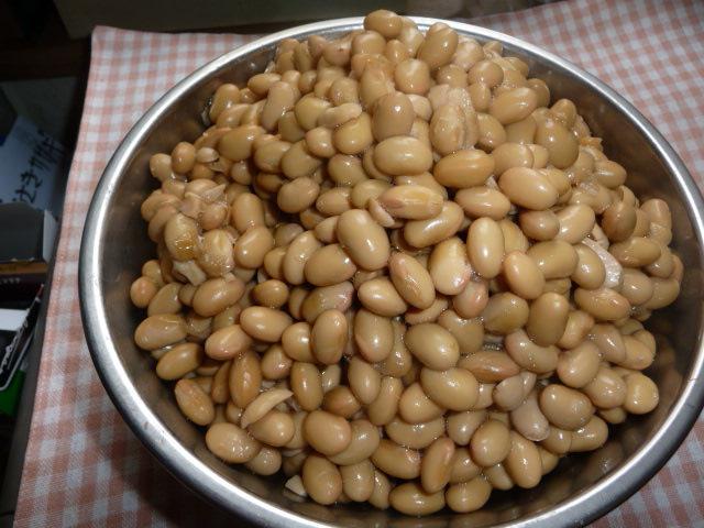一晩つけた大豆