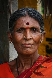 220px-Indian_Woman_with_bindi.jpg