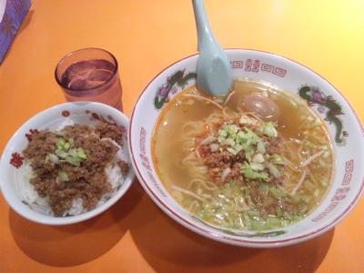 140201味仙なんこめ店担仔麺700円ミンチご飯300円