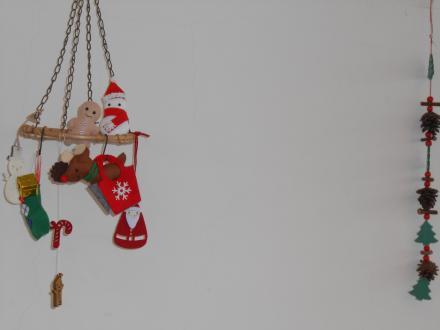 トナカイ・雪だるま・ジンジャーマンのマスコットは手芸部の作品です_convert_20131225130407