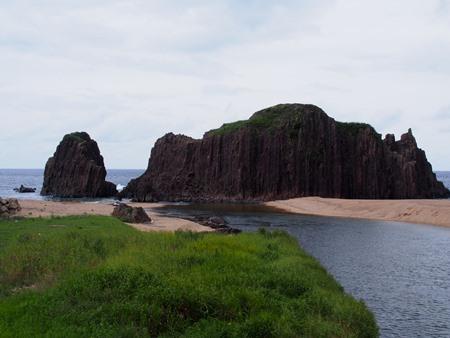 橋の上から立岩