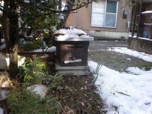 我が家の庭の洋箱(日本ミツバチ)