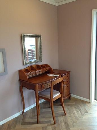 個室2家具搬入