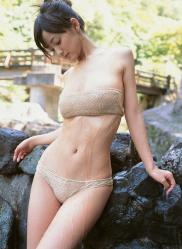 小松彩夏の水着画像