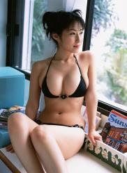 佐藤寛子の水着画像