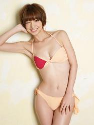篠田麻里子の水着画像