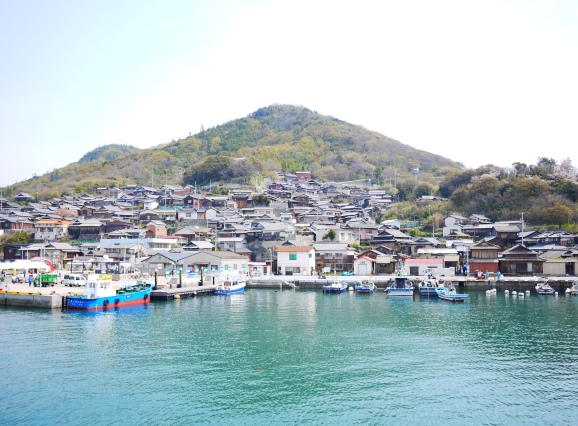 高松から、女木島経由で40分。