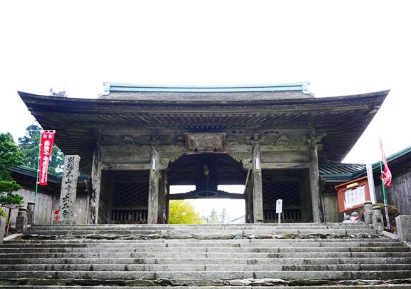 久々?の山門の写真。別格って山門のあるお寺が少ない気がする。