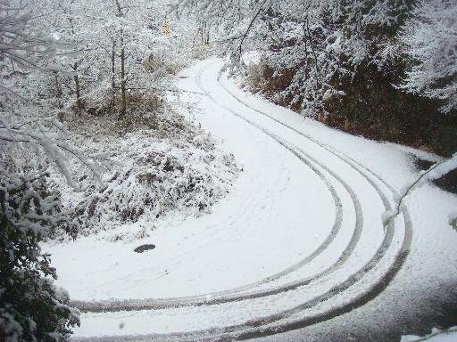 雪道に車の跡DSC01709