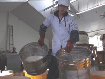 塚越さん洗米