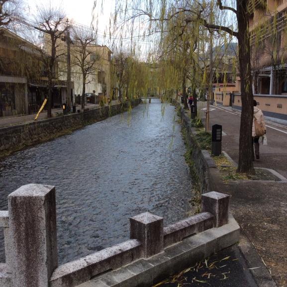 元日の白川(祇園)