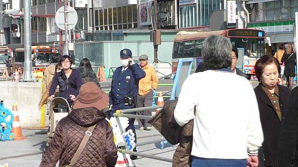 131124 姫路駅前姫路警察警官①(1)(1)