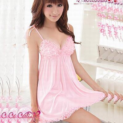 ピンクの胸元フリルベビードール