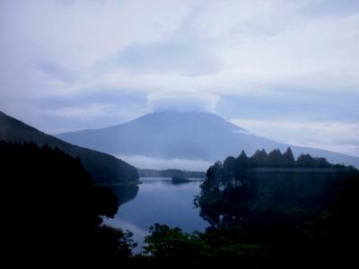 1笠をかぶった富士