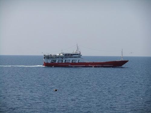 タソスへ行く船