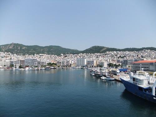 船から見たカヴァラの街