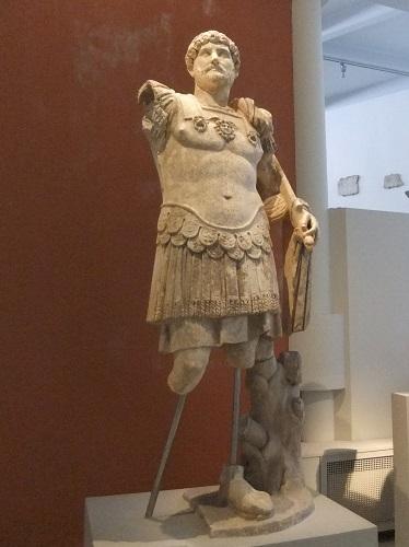 タソス_リメナス「考古学博物館」アドリアヌ帝の像