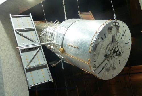 13ハッブル宇宙望遠鏡