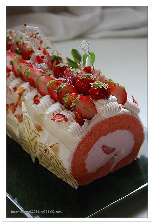 苺と桜のロールケーキ 101