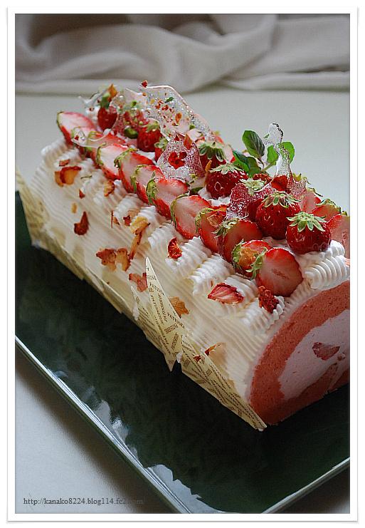 苺と桜のロールケーキ 080