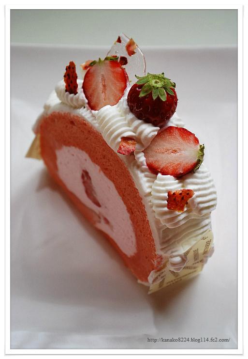 苺と桜のロールケーキ 195