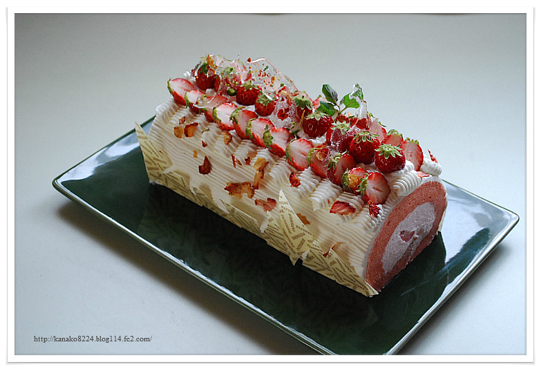 苺と桜のロールケーキ 164
