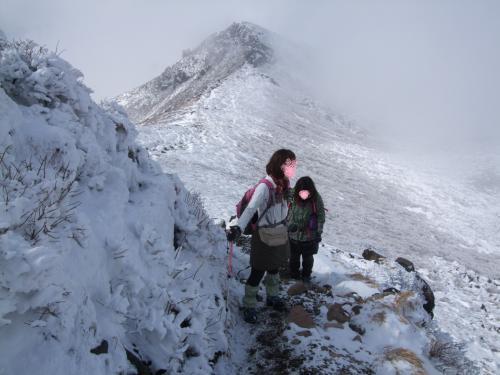 中岳頂上へ