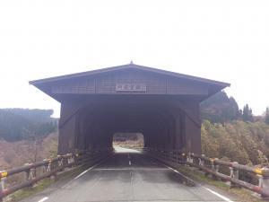 屋根の付いた橋
