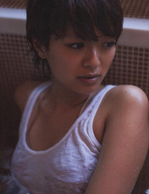 榮倉奈々のセクシーグラビア画像