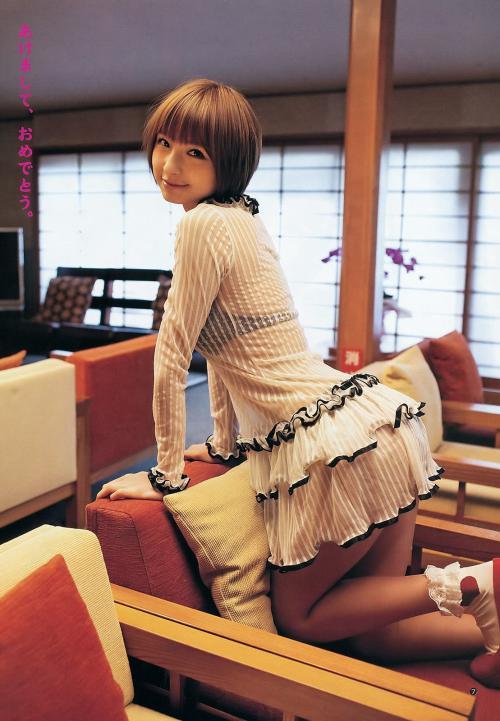 AKB48篠田麻里子グラビア画像 ブラジャー透けてます