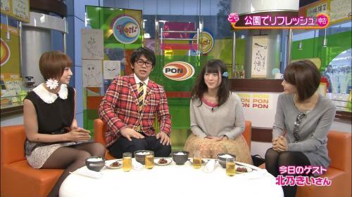 篠田麻里子のミニスカパンチラキャプチャ画像 正面から見たかった