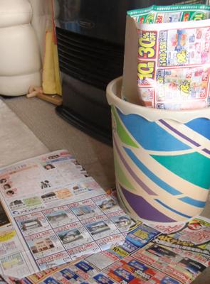 折込広告で作ったゴミ袋の使用例