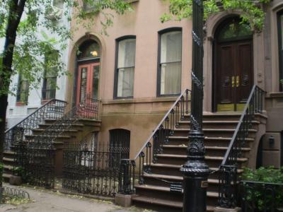 キャリーのアパート(グリニッジ・ビレッジの住宅街の中にある66Perry St.)