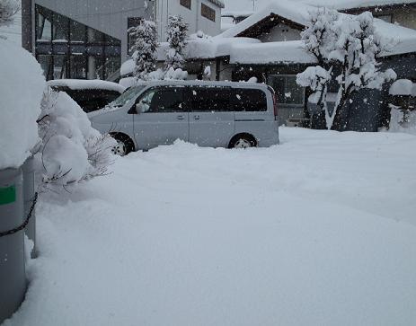 店の雪かき (2)