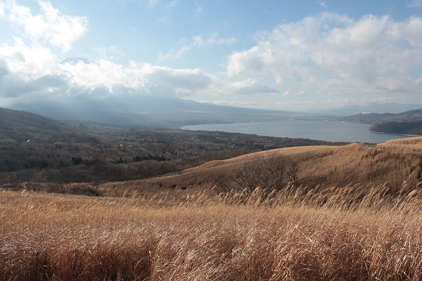 三国峠から山中湖(昼)