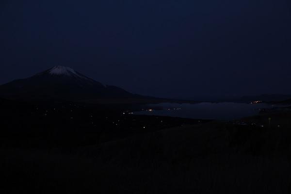三国峠から富士山と山中湖(夜)