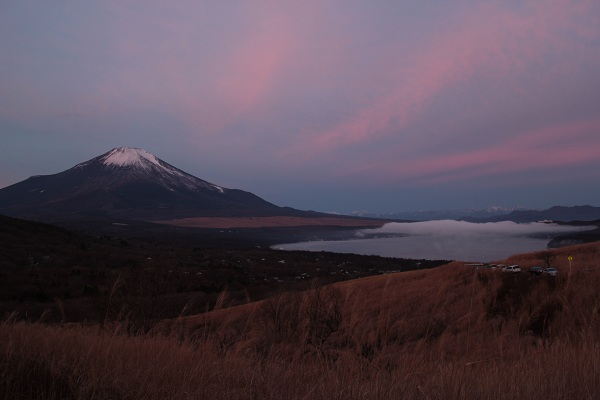 三国峠から富士山と山中湖(明け方)