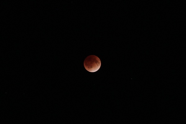 赤銅色の月(皆既月食)