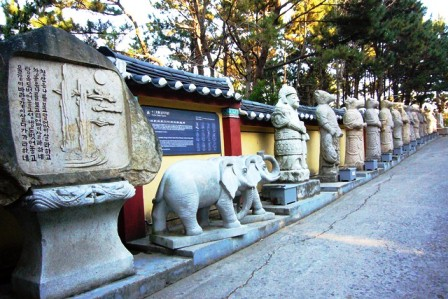 海東龍宮寺 干支の石像