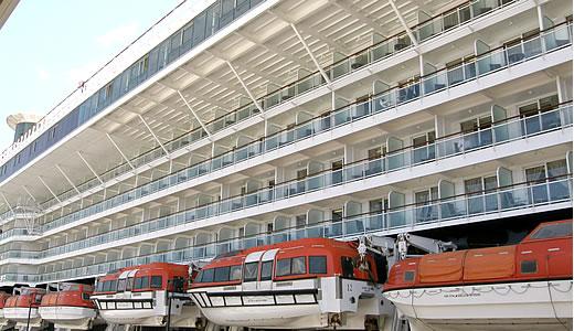 CELEBRITY MILLENNIUM神戸港初入港-3
