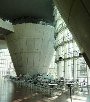 国立新美術館ホール