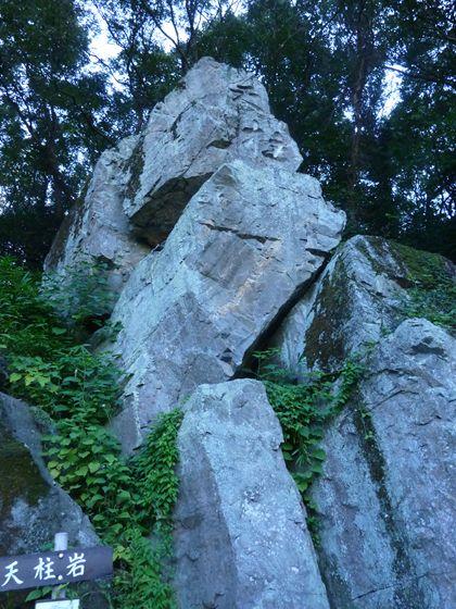 備中の国を見下ろす大岩