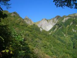 荒菅沢への下りの途中(頂上が見えた)