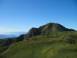 笹原から頂上へ