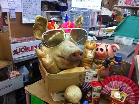 公設市場の豚